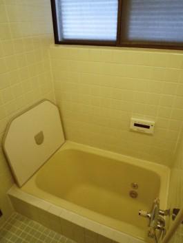 福岡県春日市水まわりバスルームのリフォーム施工前。バスルームのbefore写真。