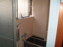 福岡県春日市の水まわり(バスルーム)リフォーム施工前。バスルームのビフォア―写真。