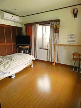 福岡県春日市F様邸内装リフォームの施工例。クロスの張り替えとフローリング工事。