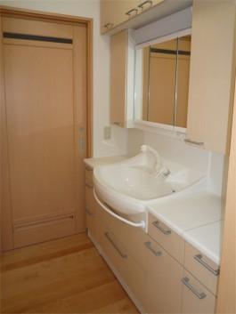 福岡県春日市水まわり洗面化粧台のリフォーム施工例。洗面化粧台のafter写真。