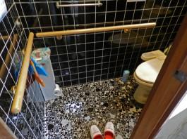 福岡県春日市F様邸水まわり・手すりリフォームの施工例。手すりのお陰でトイレが楽に。