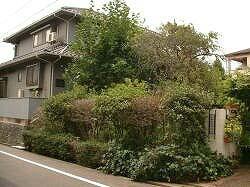 福岡県春日市の外構リフォーム工事。重厚感のあるゲートがおしゃれな外構リフォーム。