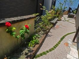 福岡県糸島市のガーデンリフォーム工事。パーゴラ、タイル、樹脂洗い出しのガーデン。