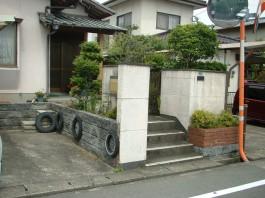 福岡県春日市の外構リフォーム工事。車庫の増設と門柱の塗替とバルコニーテラス交換。