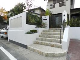 福岡県春日市の外構リフォーム工事。門まわり・車庫まわりのデザインをリフォーム。