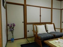 福岡県筑紫郡那珂川町の和室のドアを洋風・おしゃれ・モダンな室内ドアへ交換する工事前。