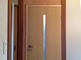 福岡県筑紫郡那珂川町の和室のドアを洋風・おしゃれ・モダンな室内ドアへ交換した工事。