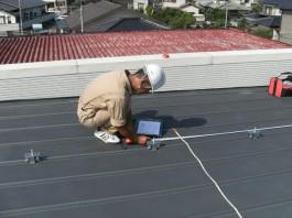 福岡県糸島市T様邸の太陽光パネル設置工事工程。墨出し(工事中に必要な線や位置などを床や壁などに表示する作業)中です。