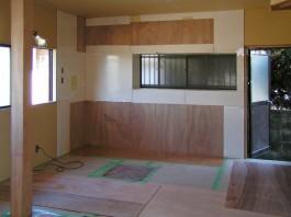 リフォーム工事中のキッチンの写真です。