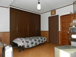 和室を快適な寝室へリフォーム。ドアも取付ました。