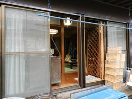 リフォーム前の部屋を外から撮った写真です。