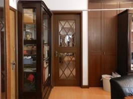 奥にあったドアを取付け、リビングと廊下を仕切りました。