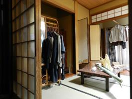 収納スペースの少ない和室を、収納スペースが多い洋室へリフォームします。