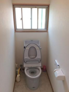 トイレだけでなく、壁や床も新調しました。